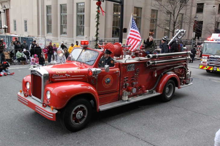 Wilmington-Jaycees-Christmas-Parade-FireEngine
